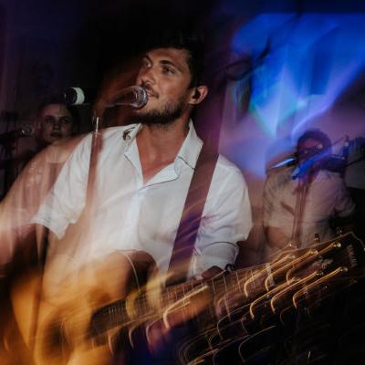 Freddy Sänger von 9to5 bei einem Konzert 2019